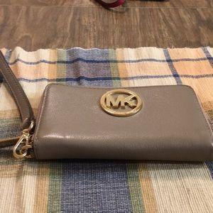 Micheal Kors wristlet/wallet